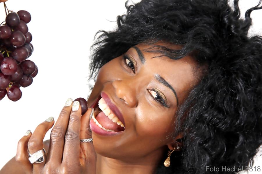 IMG_7191_Portraitphoto_black_beauty_Chris_Weintrauben_Photo_Hechel_Dental-ELan.jpg