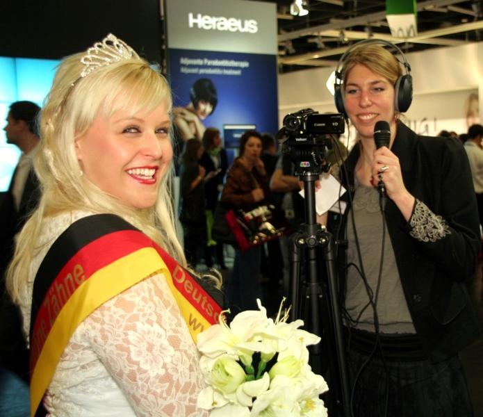 Zahnkoenigin_Meike_Interview_Dental-Labor_IDS_Messe_Foto-Hechel_Dental-Elan_600pixel